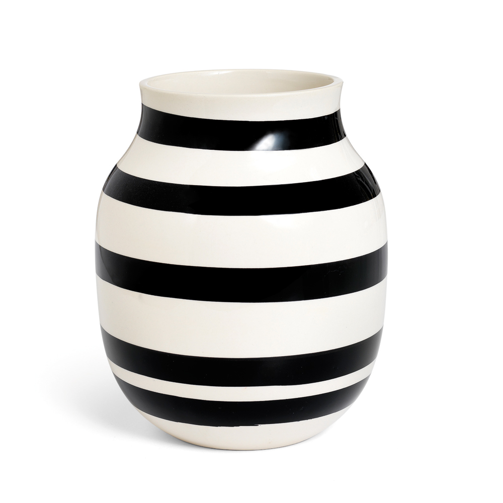 Omaggio Vase Medium Sort Ditte Reckweg And Jelena Schou